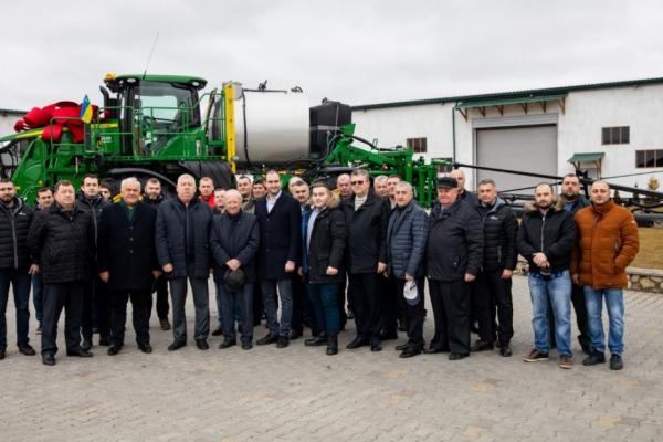 Аграрій з Тернопілля став першим у Європі власником унікального обприскувача