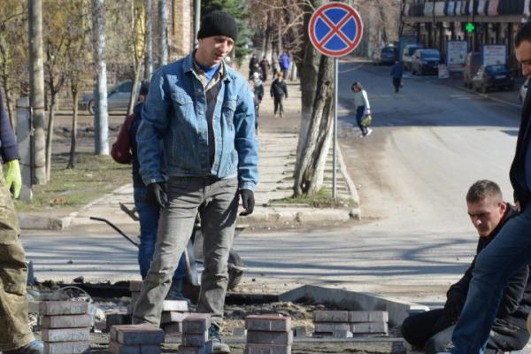 У Теребовлі ремонтують тротуари