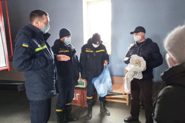 Працівники лабораторного центру навчали заліщицьких  пожежників, як проводити дезінфекцію під час пандемії  коронавірусу