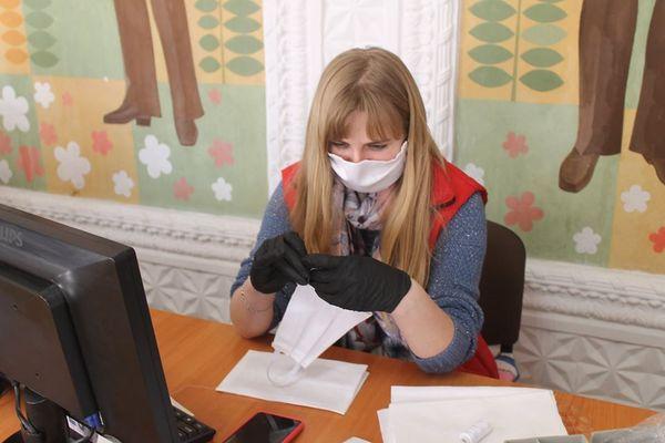 Працівники Хоростківської міської ради організували пошиття захисних масок
