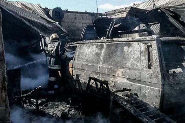У пожежі в Бучачі згоріли два легкових авто