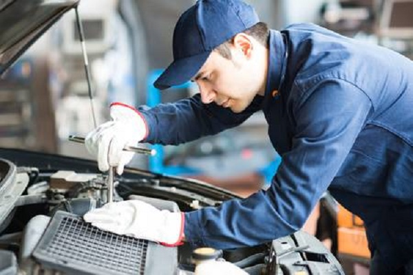На Тернопільщині підприємці шукають механіків та електромеханіків на зарплату 17-18 тисяч гривень
