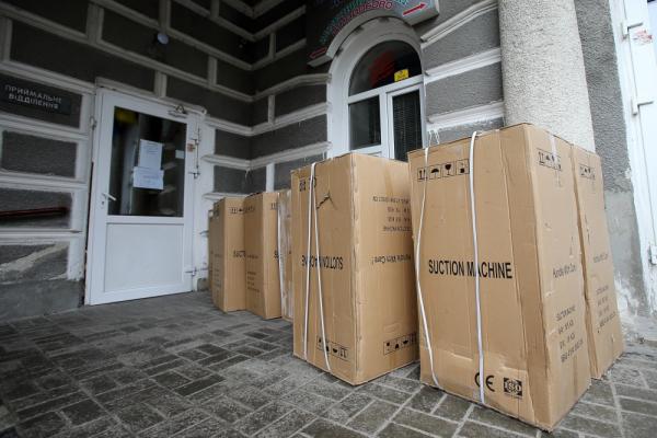 Тернопільській лікарні передали нове обладнання для лікування хворих на COVID-19