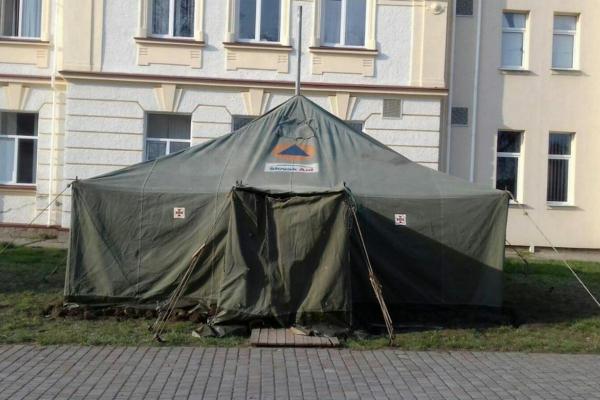На Тернопільщині розгорнули намети для розподілу хворих на коронавірус