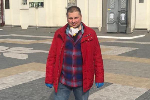 Пакунок – під двері: тернопільський депутат Юрій Смакоуз дбає про літніх людей у час карантину (Фото)