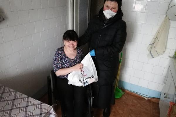 Працівники «Карітасу» продовжують розвозити теплі обіди тернополянам похилого віку, важкохворим та особам з інвалідністю