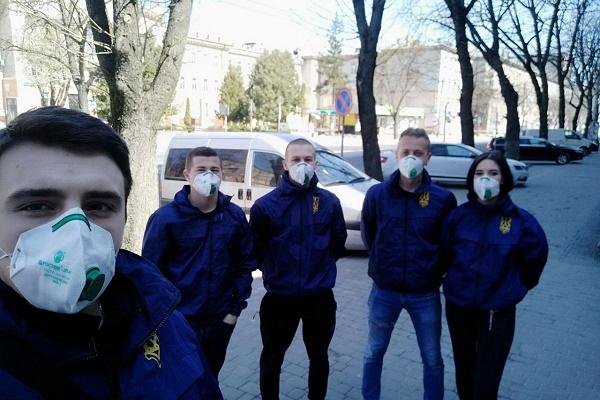 У Тернополі продовжується дезінфекція в під'їздах багатоповерхівок