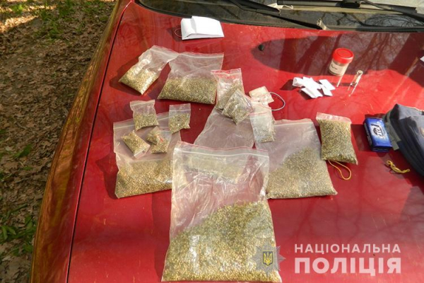 Стріляли зі зброї та приймали наркотичні речовини: на Тернопільщині затримали двох «відпочивальників»
