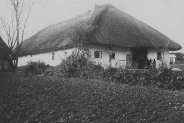 Сільська школа на Тернопільщині на фото 1920-х років