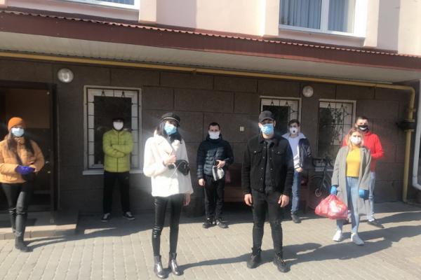 У Тернополі францисканська молодь під час карантину допомагає потребуючим