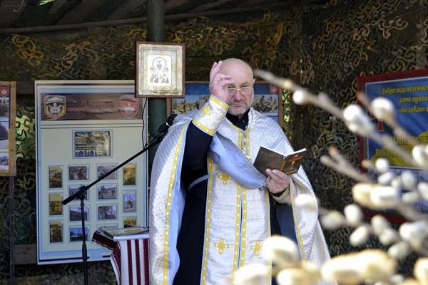 Лозу тернопільським артилеристам освятив капелан Володимир Андрухів
