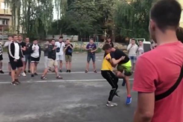В Тернополі підлітки влаштовували масові жорстокі бійки на камеру (Відео)