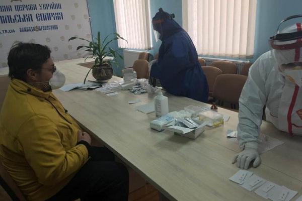 Архієпископ Нестор і тернопільські священники зробили тести на коронавірус