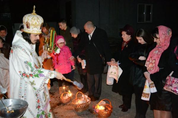 У Тернопільській єпархії ПЦУ розповіли, як освятити паски, переглядаючи Пасхальне богослужіння онлайн