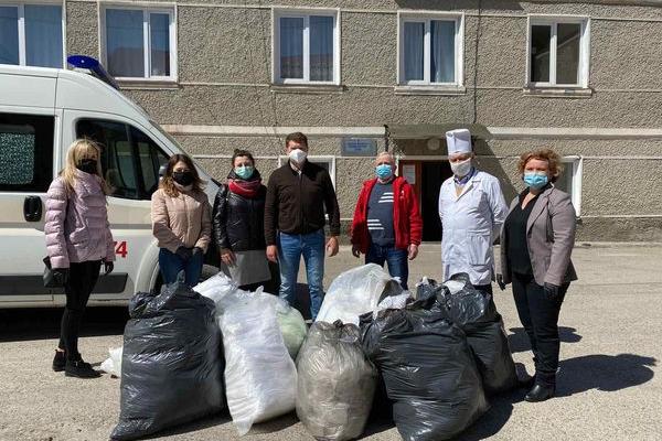 Виконана обіцянка: медики п'яти районів Тернопілля отримали особливі великодні подарунки