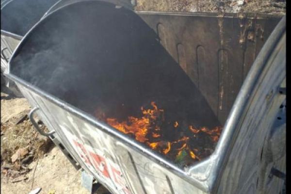Заради розваги: у Тернополі двоє юнаків підпали сміттєві баки