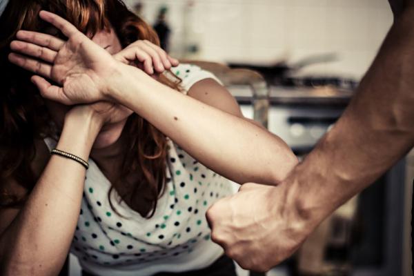 «Погрози закінчувалися побоями»: на Тернопільщині жінка потерпала від домашнього насильства