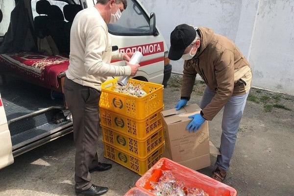 Благодійний фонд «Хвилі змін» передав паски бережанським лікарям