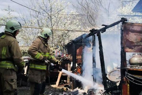 На Тернопільщині від пожежі врятували будинок