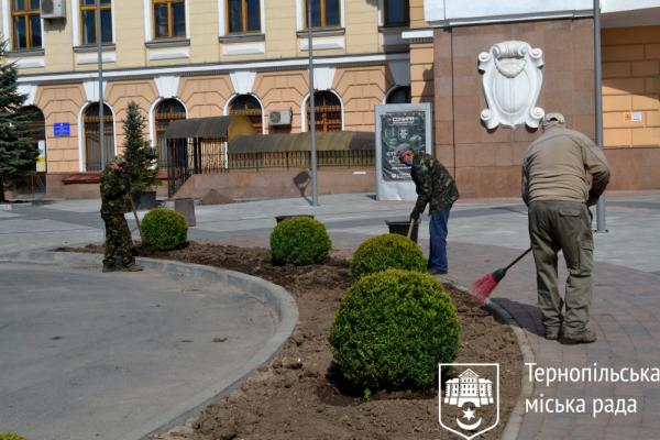 Тернопіль: на Привокзальному майдані тривають завершальні роботи з реконструкції