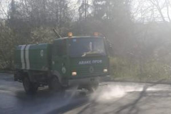 Тернопіль: комунальники продовжують дезінфікувати дороги