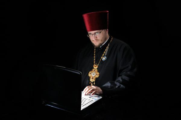 Священник-блогер Євген Заплетнюк залишив людям 500 сучасних порад і не тільки