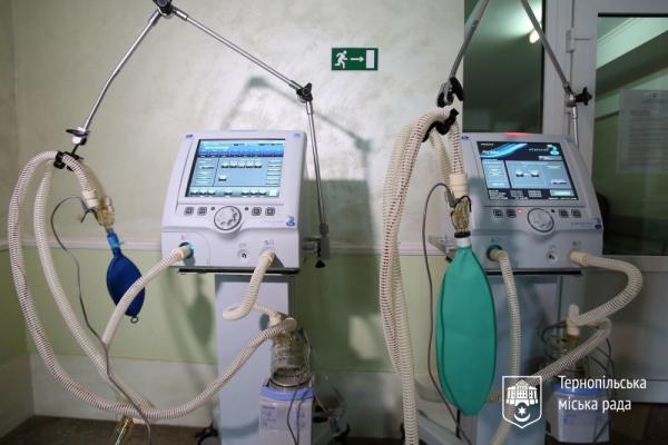 Тернопільській лікарні передали ще два апарати ШВЛ