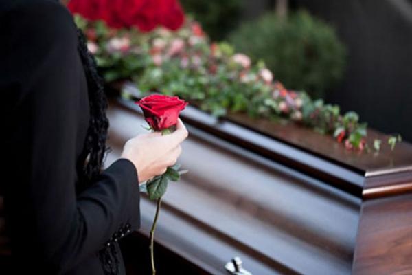 На Тернопільщині родичі самостійно організували похорон чоловіка, який помер від COVID-19 (Відео)