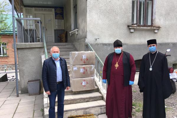 Архієпископ Нестор і єпископ Варсонофій передали Почаєву допомогу від ПЦУ