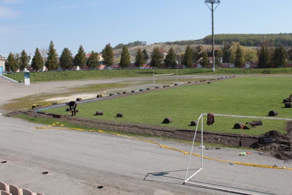 На міському стадіоні Бережан облаштовують автоматичний полив футбольного поля
