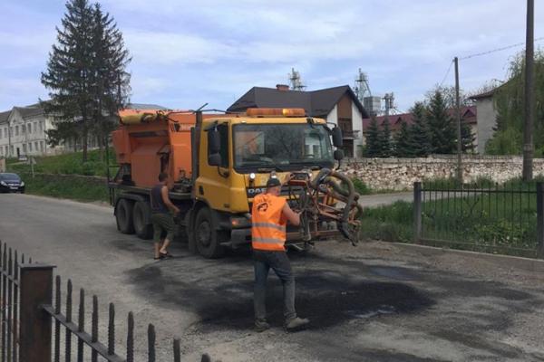 У Теребовлі оновлюють дороги і готуються до ремонту прибудинкових територій