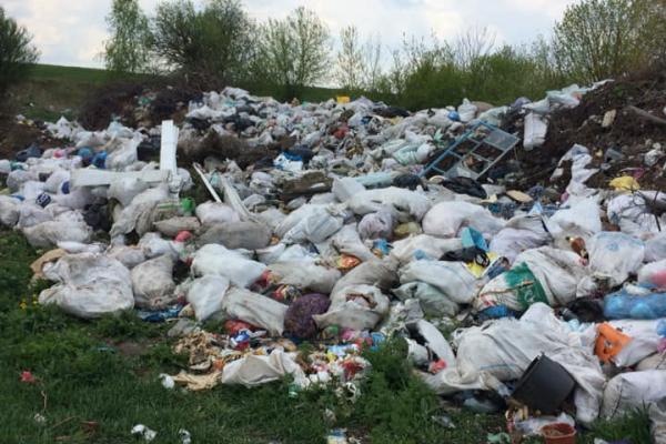 Борсуківська ОТГ: Жителі нарікають на сміттєзвалище в селі
