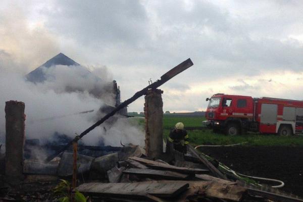 На Тернопільщині масштабна пожежа: для ліквідації залучили 11 рятувальників