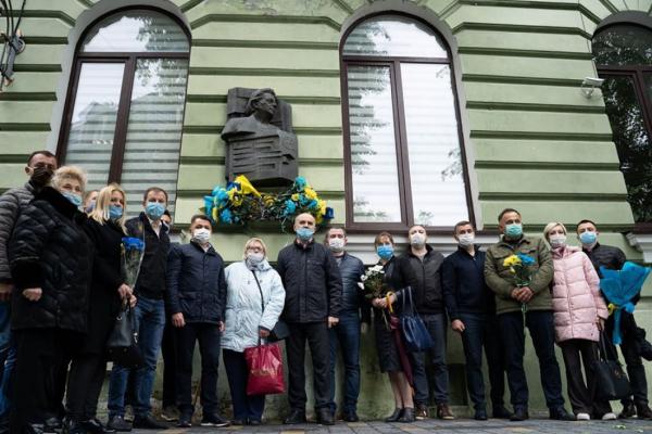 «Усе її життя було боротьбою за самостійну Україну», – Віктор Овчарук на вшануванні 100-річчя з дня народження Ярослави Стецько