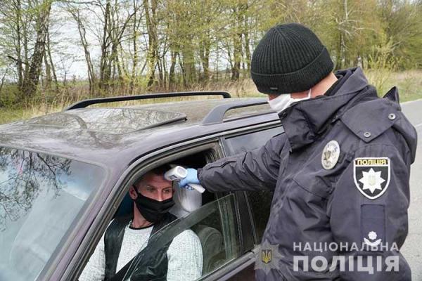 «Через загострення ситуації з коронавірусом»: у Кременці встановили поліцейські пости
