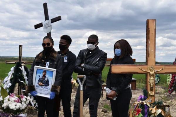 Студента з Конго поховала у Тернополі сестра, батьки не змогли прилетіти (Фото)