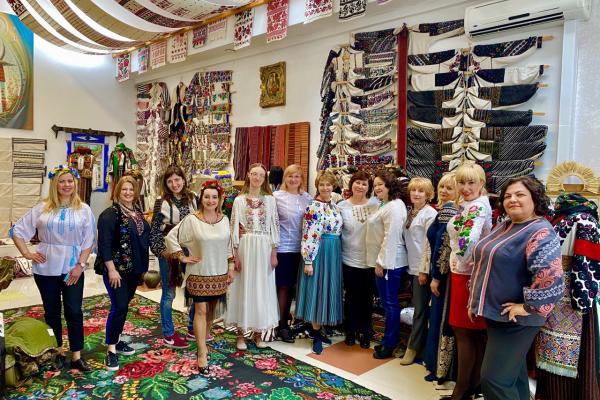 В етногалереєї «Спадок» пройшов майстер-клас до Всесвітнього дня вишиванки для українських діаспор та посольств зі всього світу