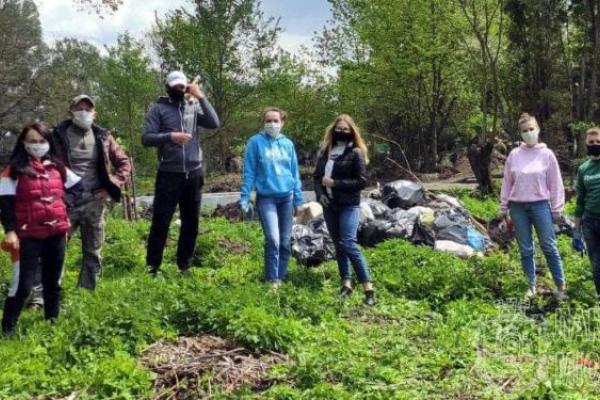 У Лановецькому зооботсаду молодь приблала і зібрала 15 мішків сміття
