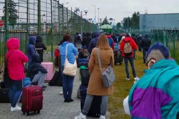 «Черги такі ж як на початку карантину»: тернополяни знову ринулись на заробітки