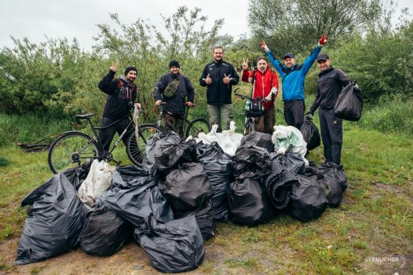 На Білецькій косі у Тернополі під час толоки зібрали 86 мішків сміття