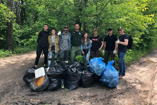 Біля тернопільського озера назбирали 73 мішки сміття (Фото)