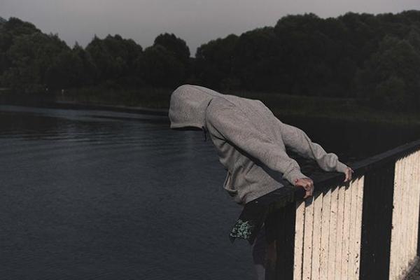 Через смерть матері: на Тернопільщині чоловік намагався скоїти самогубство
