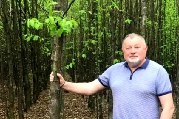 Доктор історичних наук з Тернопільщини посадив 40 тис сажанців декоративних дерев