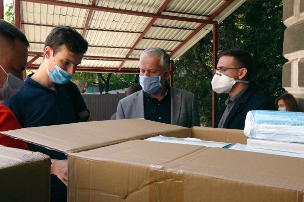 «Техно-Буд-Центр» та «Креатор-Буд» закупили медикам Тернопілля 70 тисяч масок