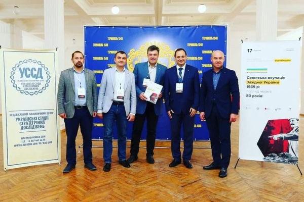 Зеленський назвав мерів-«свободівців» бунтарями за захист української мови