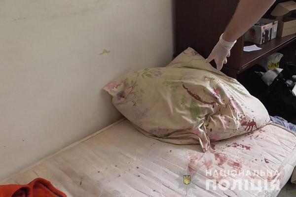 Тернополянин напав на батьків з ножем: подружжя у важкому стані