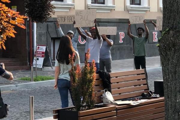 Депутат Тернопільської облради вимагає депортувати темношкірих студентів за акцію проти расизму