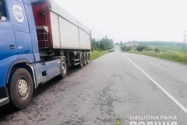 Трагедія на дорозі: колесо вантажівки відірвалося і вбило пішохода (Фото)