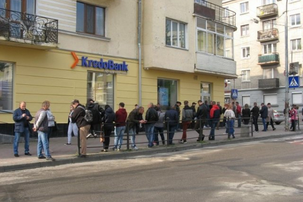 Заробітчани більше не будуть стояти в чергах до банку щоб оплатити послуги візового центру
