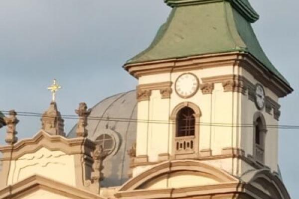 У Тернополі ремонтують один із трьох годинників на вежі Катедри